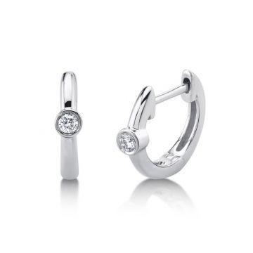 Shy Creation Huggie Earrings